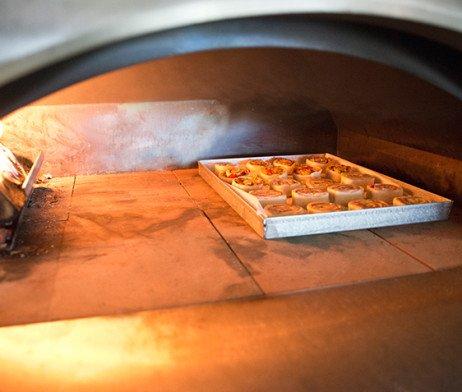 houtoven 4 pizze detail ovenvloer