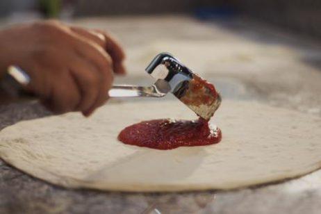 doe de tomatensaus op je pizza met deze rvs sauslepel